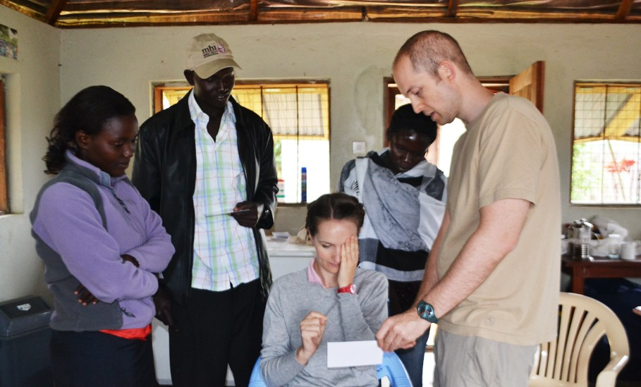 Teaching the MHI staff to perform vision tests